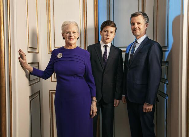 TRE GENERASJONER: Dronning Margrethe med eldstesønnen kronprins Frederik og barnebarnet prins Christian i april 2020. FOTO: Per Morten Abrahamsen