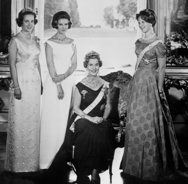 KONGELIG: Dronning Ingrid med døtrene kronprinsesse Margrethe (t.h.), prinsesse Benedikte (t.v.) og dronning Anne-Marie av Hellas i 1970. FOTO: NTB scanpix