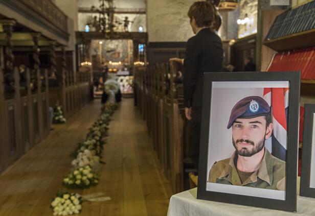 HEDRET HÅGEN: Under begravelsen i Vangskyrkja den 3. november 2017, var det mange som ønsket å hedre og minnes Hågen. Oppmøtet var så stort at flere hundre måtte følge begravelsen på storskjerm i en sal på hotellet. FOTO: NTBScanpix