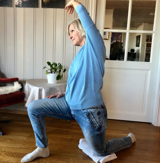 HOFTELEDD: Sitter du mye, er det viktig å strekke hofteleddsbøyerne.