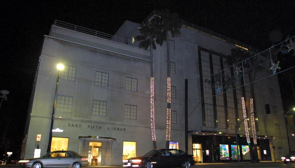 SKJEBNEDAGEN: Det var i dette varehuset, Saks Fifth Avenue på Wilshire Boulevard i Beverly Hills, at Winona Ryder i 2001 ble tatt for å ha stjålet klær til en verdi av 60 tusen kroner, i dagens verdi. FOTO: NTB Scanpix