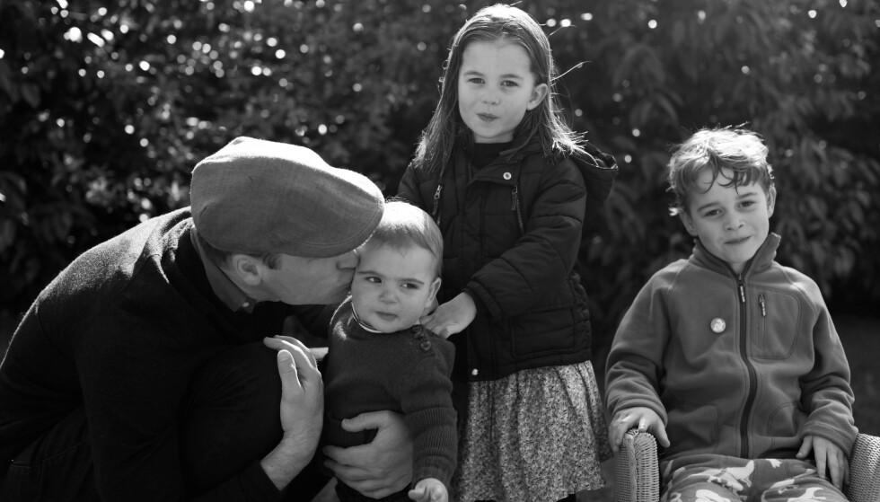 <strong>FIN FAMILIE:</strong> Prins William med barna prins Louis, prinsesse Charlotte og prins George. FOTO: NTB scanpix