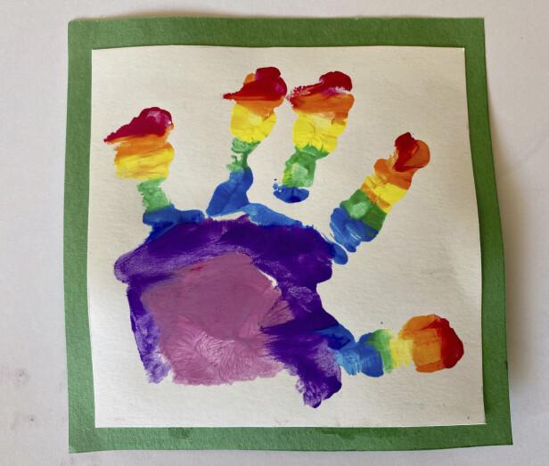 <strong>KUNSTVERK:</strong> Prins Louis' kunstverk som ble sluppet i forbindelse med toårsdagen i april 2020. FOTO: Hertuginne Kate / NTB scanpix