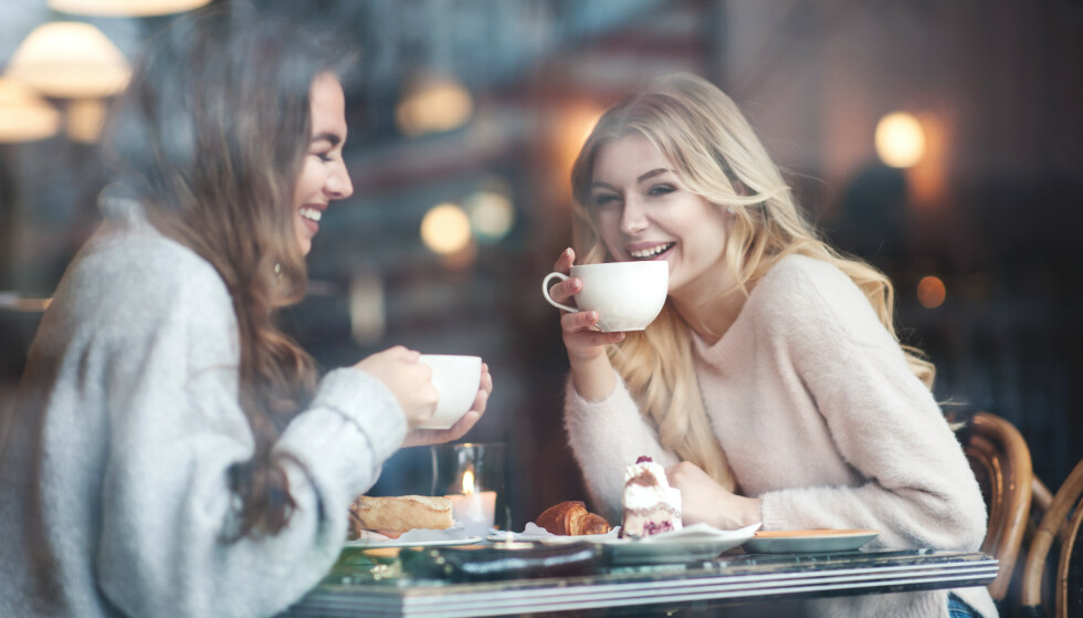 KAFFE OG SJOKOLADE: Mange liker kombinasjonen av kaffe og sjokolade, men kaffesmaken kan få deg til å spise mer søtt. FOTO: NTB Scanpix