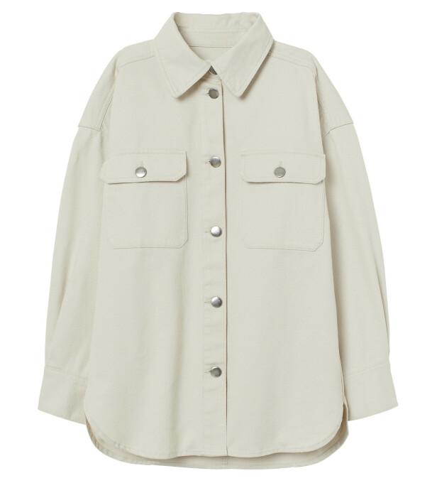 Oversized skjorte (kr 300, H&M).