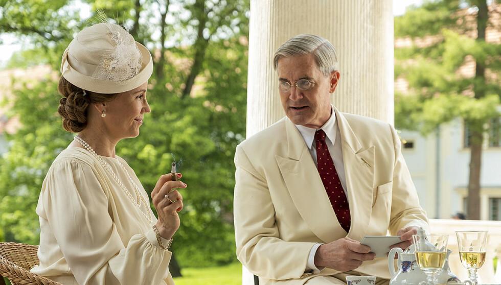 ATLANTIC CROSSING: At kronprinsesse Märtha (Sofia Helin) og president Franklin D. Roosevelt (Kyle MacLachlan) hadde et nært forhold, er det ingen tvil om - men oppsto det virkelig romantiske følelser mellom dem? FOTO: Cinenord/Beta Film/NRK