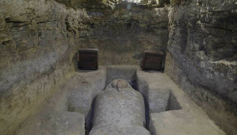 VEKKET DEN SOVENDE GJÆREN: Seamus Blackley og forskerne har lett etter rester av surdeig i gamle krukker fra Oldtiden, i et forsøk på å vekke den. Mumiene har imidlertid fått være i fred, slik som denne sarkofagen ved landsbyen Tuna al-Gabal ved Nilen. FOTO: NTB Scanpix