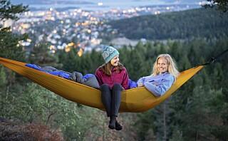 Tursøstrene Hege og Stine sover ute 60 døgn i året