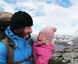 Alexander og Mina utforsker Norge på kryss og tvers