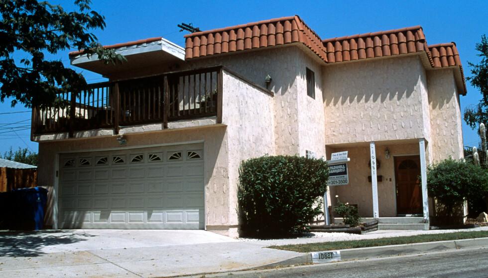 PÅ BESØK: Det var i dette huset vest i Los Angeles, at Dorothy Stratten og Paul Snider bodde sammen da de kom til filmbyen. FOTO: NTB Scanpix