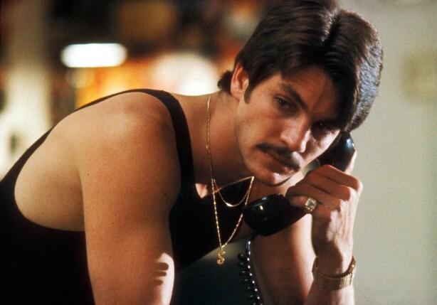 AKTIV: Paul Snider skal ha gjort flere forsøk på å få tak i et skytevåpen. Her er Eric Roberts i rollen som Paul Snider i filmen «Star 80». FOTO: NTB Scanpix