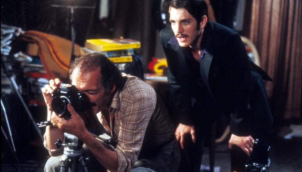 LITT MER SÅNN: Paul Snider krevde å få ha en finger med i spillet på konas karriere, og var stadig på filmsettet. Her er Snider portrettert av Eric Roberts (t.h.) i filmen «Star 80». FOTO: NTB Scanpix