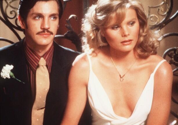 STILLE FØR STORMEN: Eric Roberts og Mariel Hemingway i «Star 80», og filmen skildrer et forhold som gikk bratt nedover og endte i tragedie. FOTO: NTB Scanpix