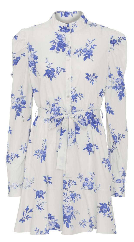 Hvit med blå blomster (kr 2480, Custommade).