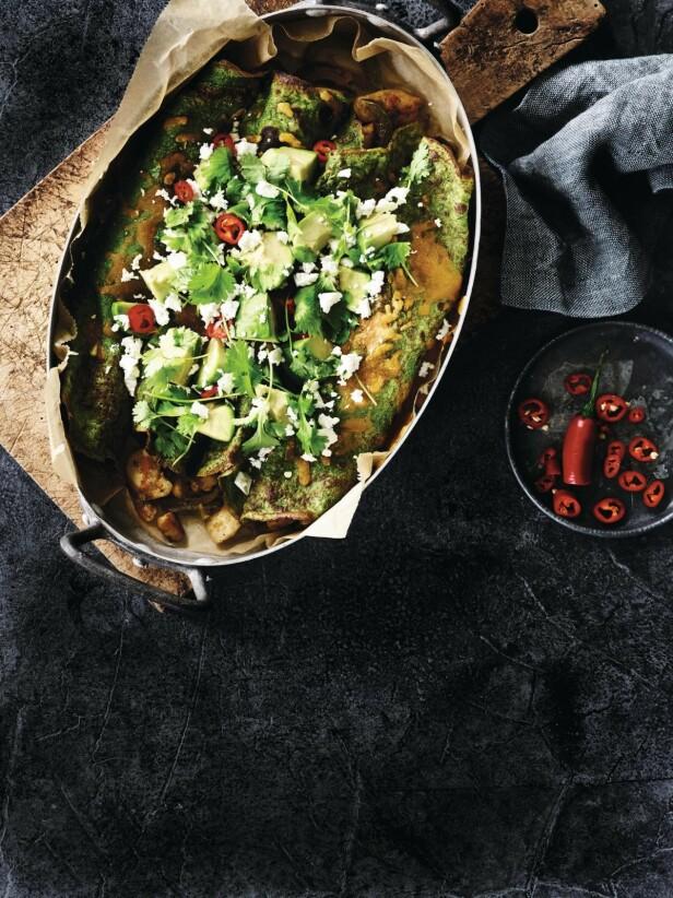 I stedet for salatost kan du bruke både fetaost og chèvre som topping på pannekakene. FOTO: Winnie Methmann