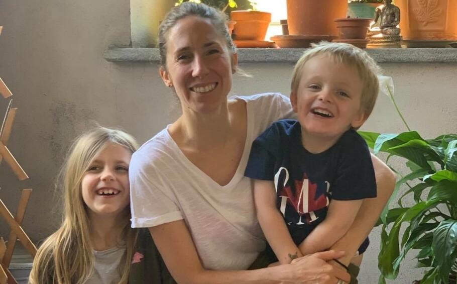 HAR VÆRT INNENDØRS I ÅTTE UKER: Familien Savard bor i en leilighet midt i den italienske storbyen Torino og har virkelig fått føle på hvordan det er å ha portforbud med små barn. FOTO: Privat