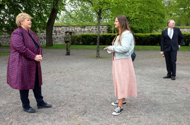 INTERVJU: KK-journalist Malini Bjørnstad møtte statsminister Erna Solberg under frigjøringsmarkeringen på Akershus Festning 8. mai 2020. Til høyre: Ernas ektemann Sindre Finne. FOTO: Andreas Fadum