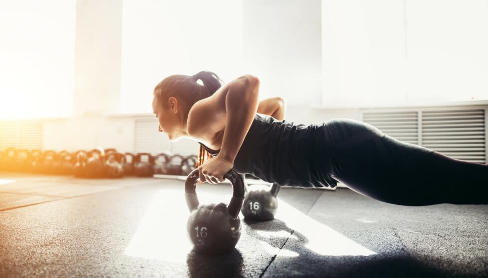 KETTLEBELL: Ve då bruke kettlebell kan du trene hele kroppen! FOTO: NTB scanpix