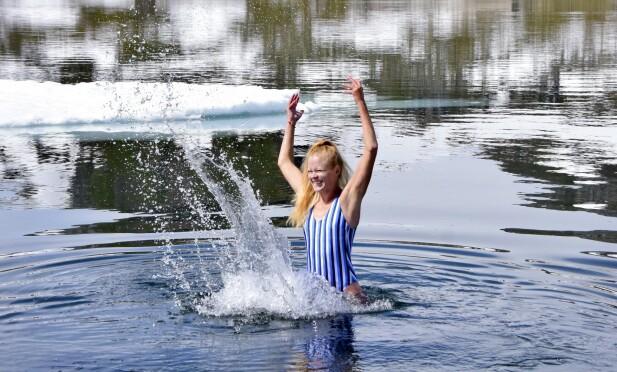 <strong>FRISKT:</strong> Isbading i Finsevatnet er kanskje ikke obligatorisk aktivitet, men veldig oppfriskende. FOTO: Mari Beraksten