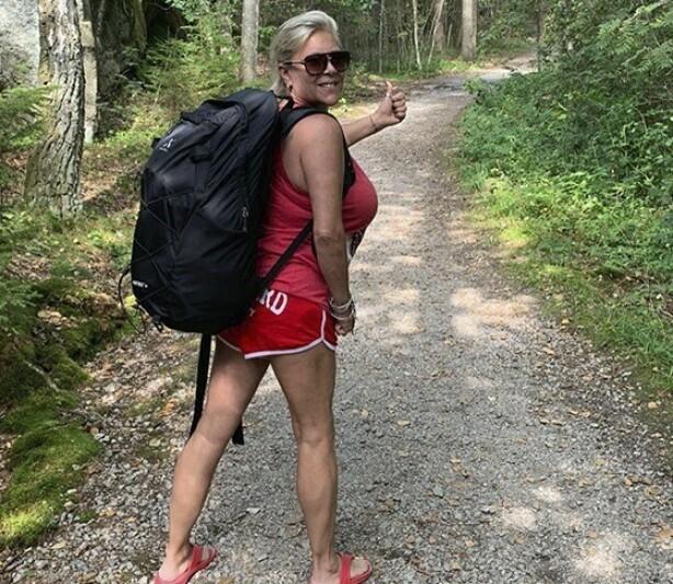<strong>UT PÅ TUR:</strong> Samantha og Linda er glad i å dra på telttur, og spesielt på øyene rundt Hvaler, hvor Linda kommer fra. FOTO: Samantha Fox/Fox2000/Instagram @Samanthafoxofficial