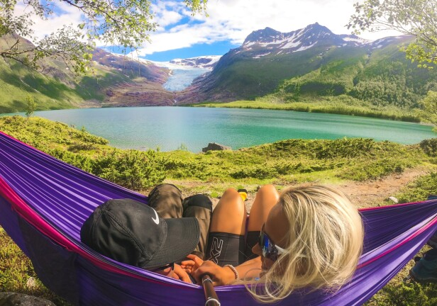 UTSIKT: Her er det store muligheter for å finne seg gode telt-/hengekøyeplasser med god usikt over det grønne vannet. FOTO: Privat