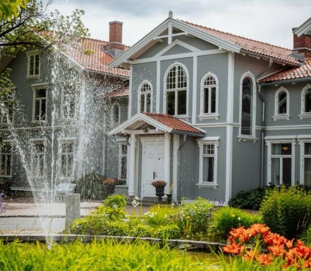 ROMANTIKKENS HØYBORG: På Losby gods lover de romantiske forhold. FOTO: Losby Gods