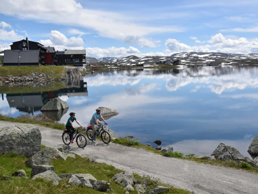 NORGESFERIE: Sykkel er en flott måte å oppleve Norge på. Her på Rallarvegen mot Finse. FOTO: Mari Bareksten/Magasinet Reiselyst
