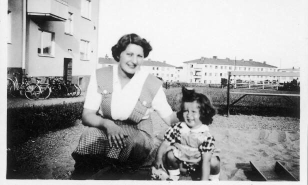 I SVERIGE: Moren Fanny Raskow og datteren Irene fotografert i Norrköping i Sverige under krigen. FOTO: Privat