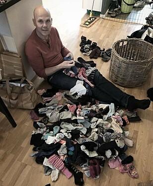 <strong>HVERDAGS-PUSLESPILL:</strong> I en storfamilie blir alt forstørret, også haugen med enslige sokker. FOTO: Privat