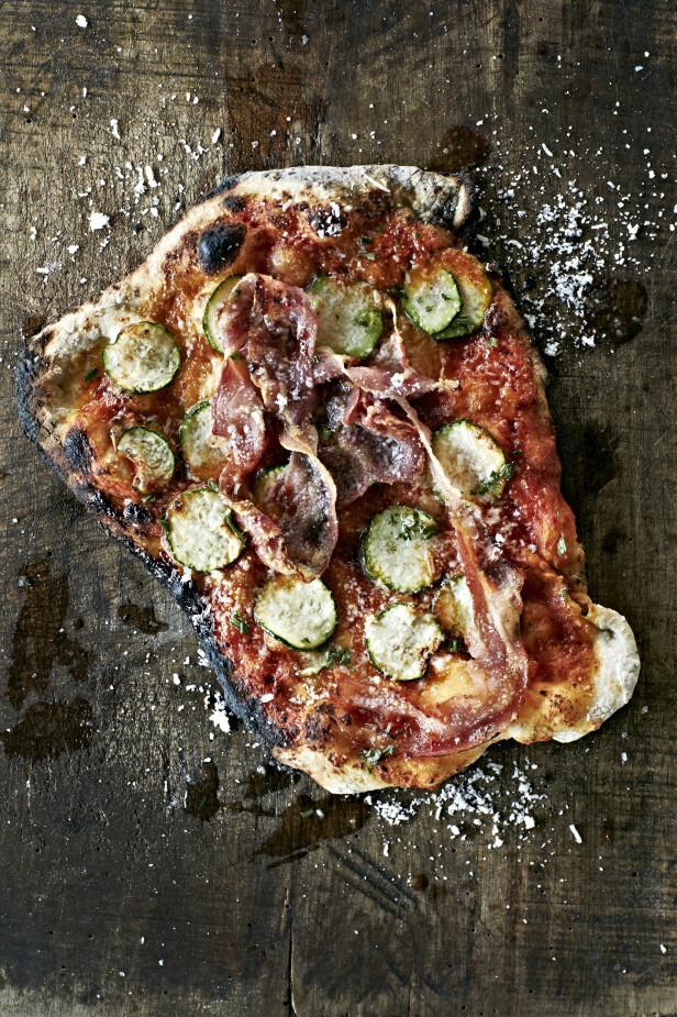 Pancetta er en italiensk utgave av bacon, men den er ikke røkt og er derfor mildere i smaken.