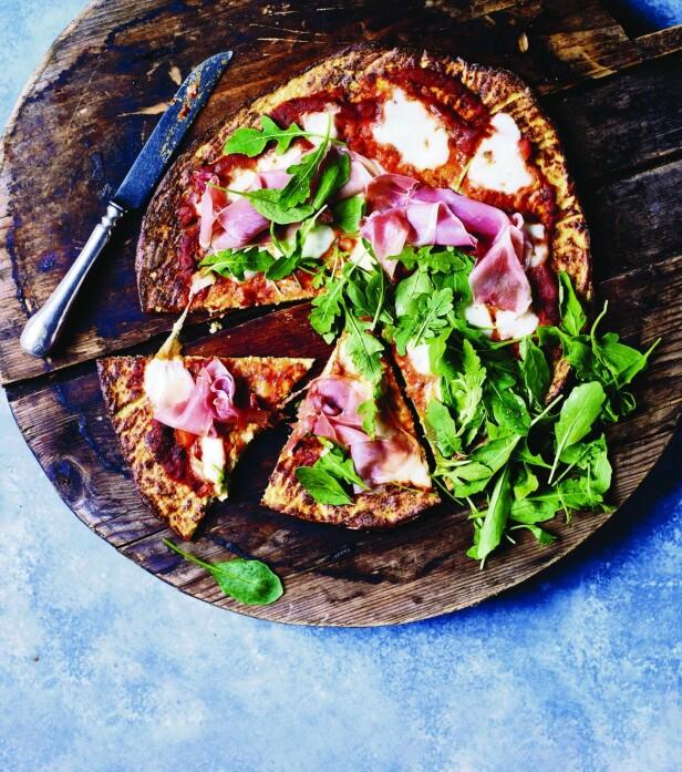 Blomkålpizzaene kan ikke sammenlignes med italiensk pizza, men er et herlig grønt alternativ til den klassiske hvetebunnen. FOTO: Nina Malling
