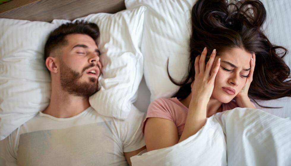 <strong>UTBREDT PROBLEM:</strong> Både kvinner og menn snorke, men etter fylte 60 år er det 20 prosent fler menn enn kvinner som snorker. FOTO: NTB Scanpix