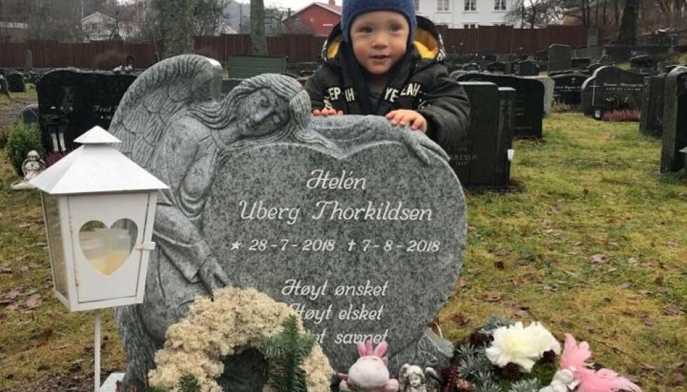 SØSTER: Andreas besøker søsterens grav. FOTO: Privat