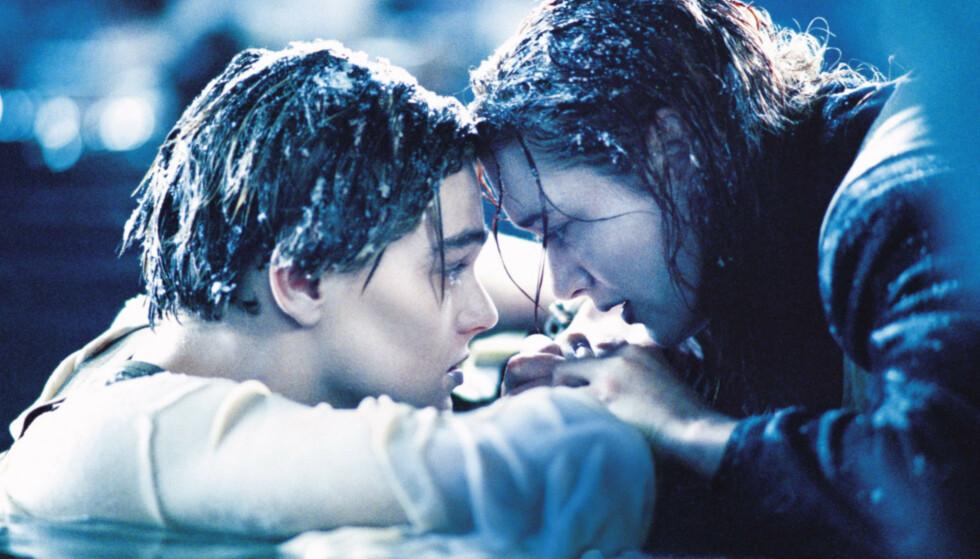 LET GO, JACK: Purunge Leonardo DiCaprio og Kate Winslet i den legendariske sluttscenen i Titanic i 1997. Filmen ble regissert av James Cameron. FOTO: NTB Scanpix