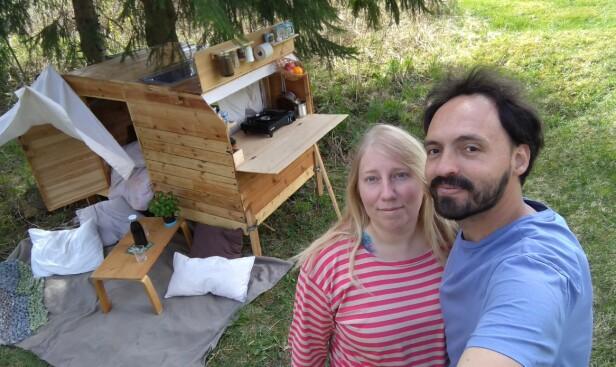 KUN GJENBRUK: Totalkostnaden for campingvognen ble knappe 200 kroner og paret brukte tre uker på å bygge den. FOTO: Privat