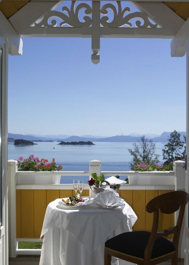 IDYLL: Lunsj med utsikt. Vi har jo mye sånt i Norge, men denne er i særklasse. Foto: hotellet