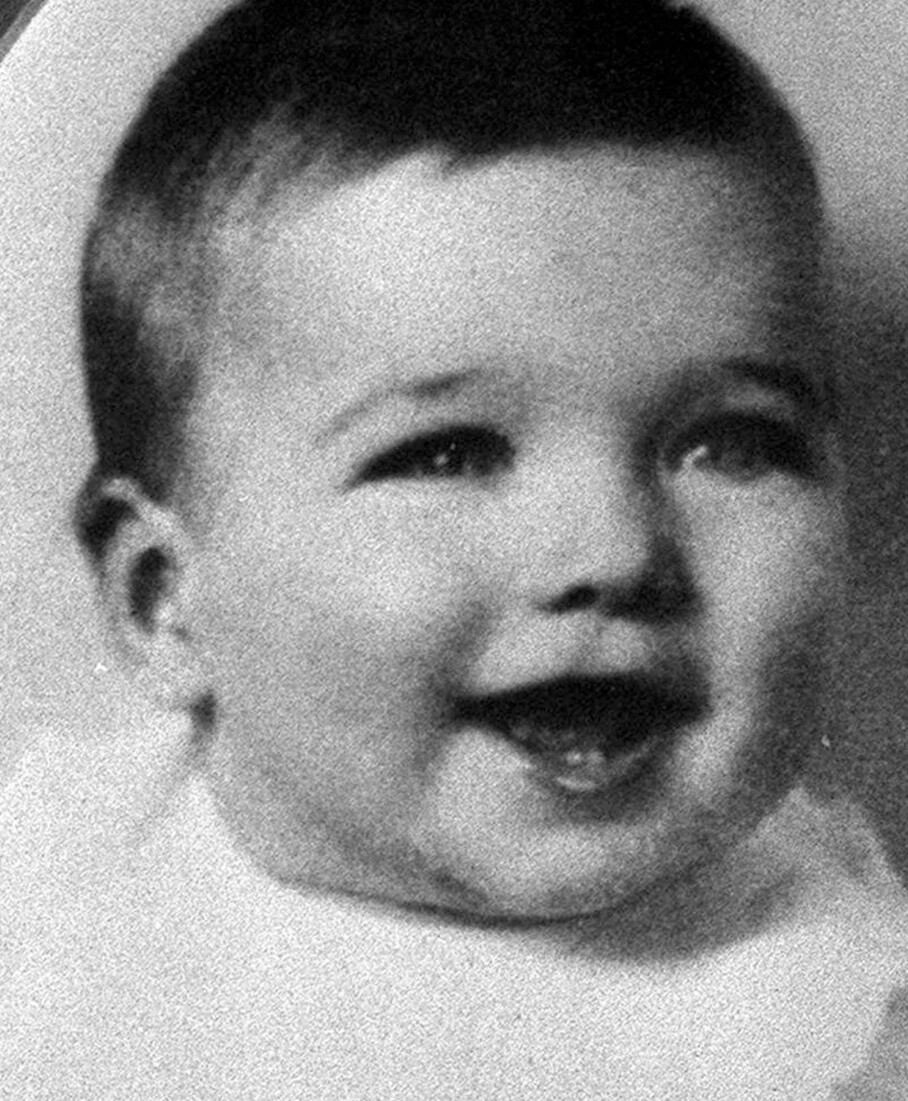 SJARMØR: Han har holdt stilen, fra han ble født i 1930. Nylig fylte han 90 år. FOTO: NTB Scanpix
