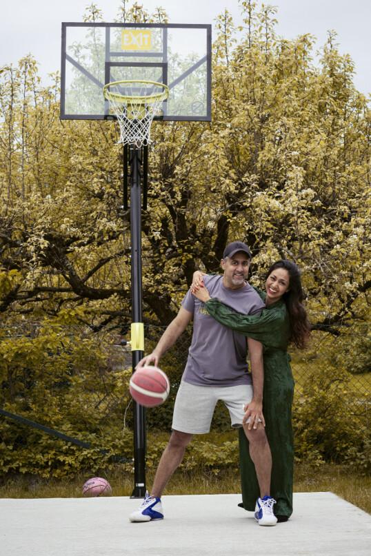 STERKE SAMMEN: De har vært et par i 24 år og har gått gjennom mye motgang sammen - både privat og offentlig. Likevel er det de siste tre årene som har vært de aller beste for dem. FOTO: Astrid Waller
