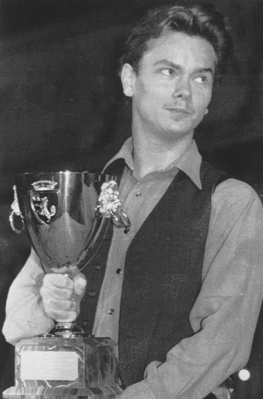 UFRIVILLIG STJERNE: River Phoenix mottar Coppa Volpi for beste skuespiller under filmfestivalen i Venezia i 1991. FOTO: NTB Scanpix