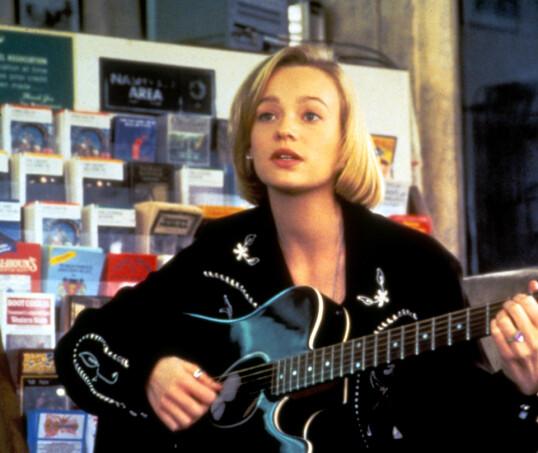 KJÆRESTER: Samantha Mathis i filmen «Thing Called Love», der hun spilte mot River Phoenix. FOTO: NTB Scanpix