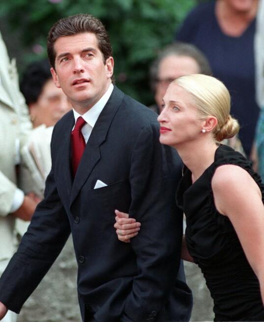 <strong>HEMMELIG BRYLLUP:</strong> John F. Kennedy jr. og Carolyn Bessette giftet seg i en hemmelig seremoni høsten 1996 - dette bildet er tatt i Italia to år senere. FOTO: NTB scanpix