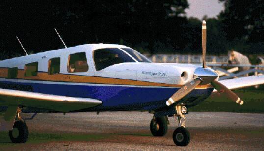 <strong>SMÅFLY:</strong> Et slikt fly, Piper Saratoga II TC, var det pilot John F. Kennedy Jr. manøvrerte da flyet styrtet i 1999. FOTO: NTB scanpix
