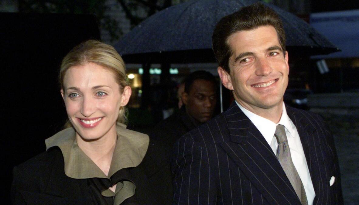<strong>MYTEOMSPUNNEDE:</strong> I dag, 21 år etter dødsulykken, hadde Carolyn Bessette og ektemannen John F. Kennedy jr. vært henholdsvis 54 og 59 år. FOTO: NTB scanpix