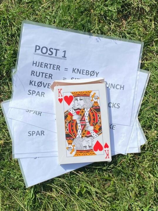 SVETT OG ANDPUSTEN AV KORTSPILL: - Ja, det er fullt mulig, sier personlig trener Elisabeth Rolsdorph som ofte bruker kortstokken i sine treningstimer. Foto: Privat