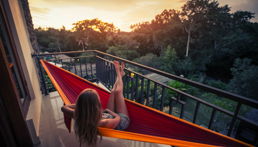 SØVN: Skal bare sitte oppe litt til ...Er det sånn at vi faktisk trenger mindre søvn om sommeren? Foto: NTB Scanpix