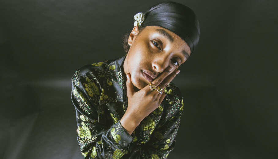 ANTIRASISME: Den 19 år gamle rapperen Ugbad Musti sier til KK at hun følte et utenforskap da hun vokste opp, fordi hun ikke så ut som alle andre. FOTO: Fabian Fjeldvik