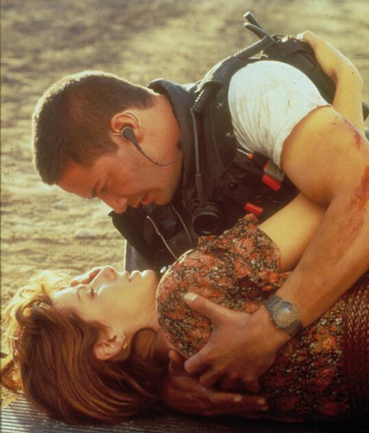 <strong>HETT:</strong> Sandra Bullock og Keanu Reeves under innspillingen av «Speed». FOTO: NTB Scanpix
