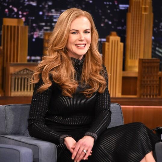 <strong>LATTERMILDT GJENSYN:</strong> Nicole Kidman under besøket hos Jimmy Fallon i 2015. I løpet av sendingen snakket de to ut om den pinlige daten. FOTO: NTBScanpix