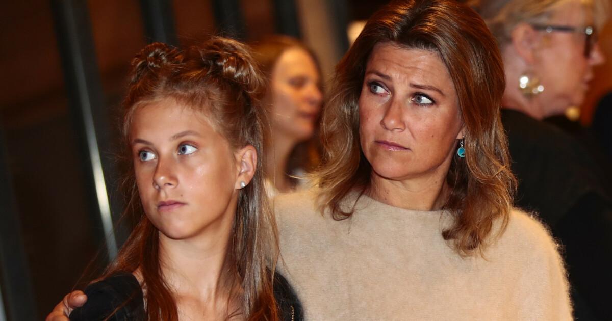 Martha Louise Dotre Prinsessedotrene Kjemper Mot Rasisme Hand I Hand Med Sin Mor