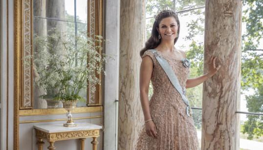 VAKKER: Kronprinsesse Victoria - 10 år etter bryllupet. FOTO: Elisabeth Toll/Kungl. Hovstaterna